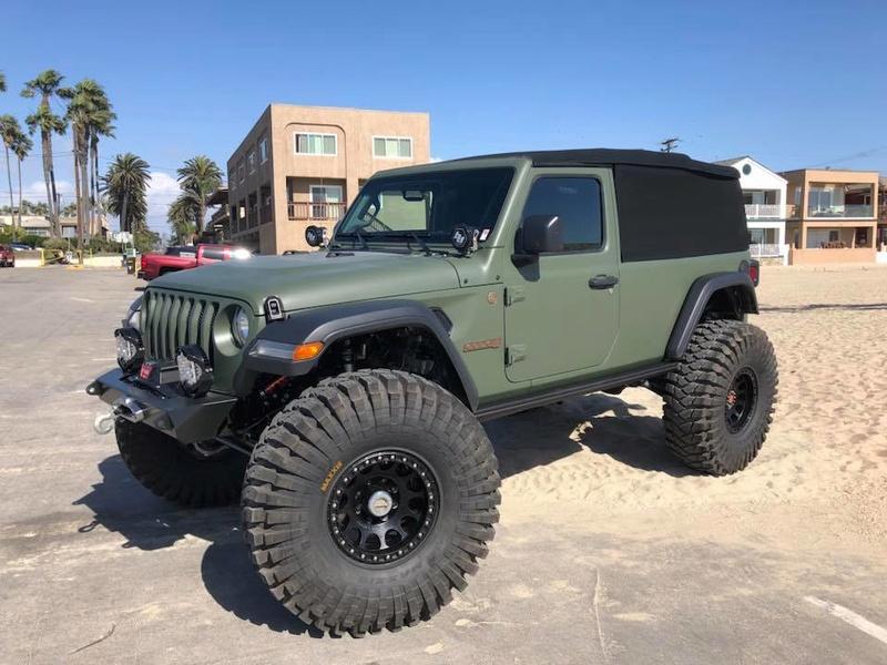Le nouveau jeep wrangler 2018 déjà préparé Jeep_j10