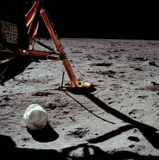 L'empreinte du premier pas sur la Lune Aaa18
