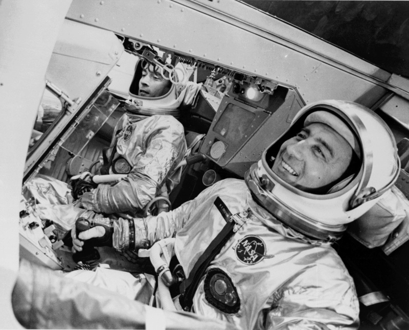 John Young (1930-2018) - Page 3 Gemini11