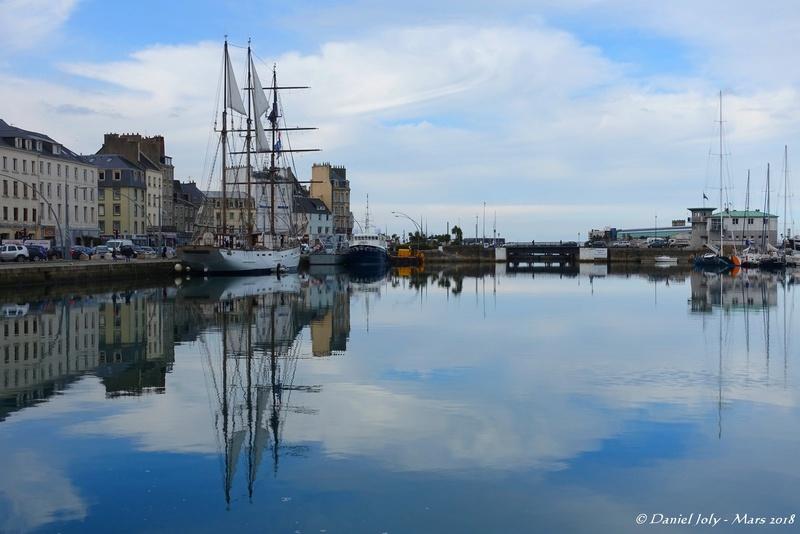 [Activité des ports hors Marine] LE PORT DE CHERBOURG - VOLUME 001 - Page 17 Reflet12