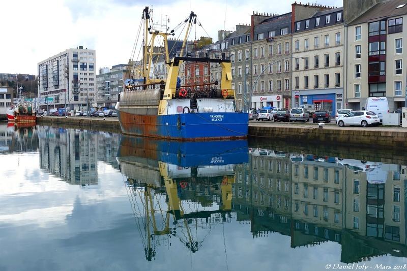 [Activité des ports hors Marine] LE PORT DE CHERBOURG - VOLUME 001 - Page 17 Reflet13
