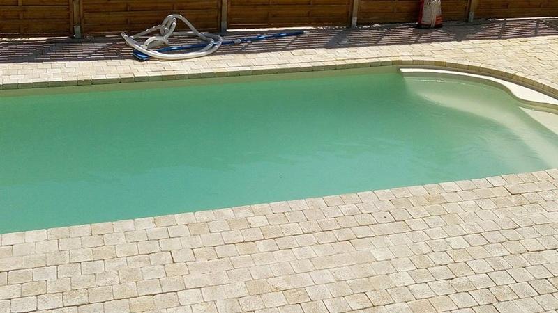 Nettoyage piscine verte avec dépôts au fond Piscin11