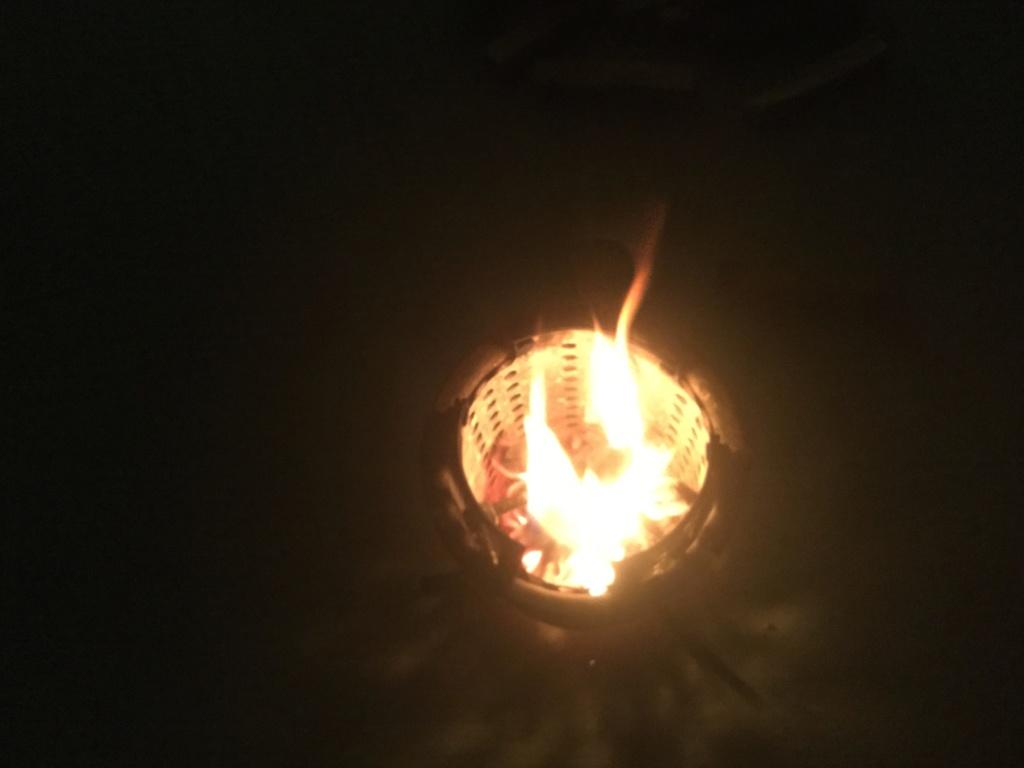 Une variante de réchaud à bois parmi tant d'autres... 5db8f010