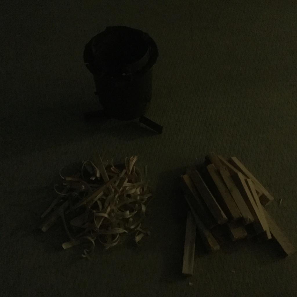Une variante de réchaud à bois parmi tant d'autres... 697e6510