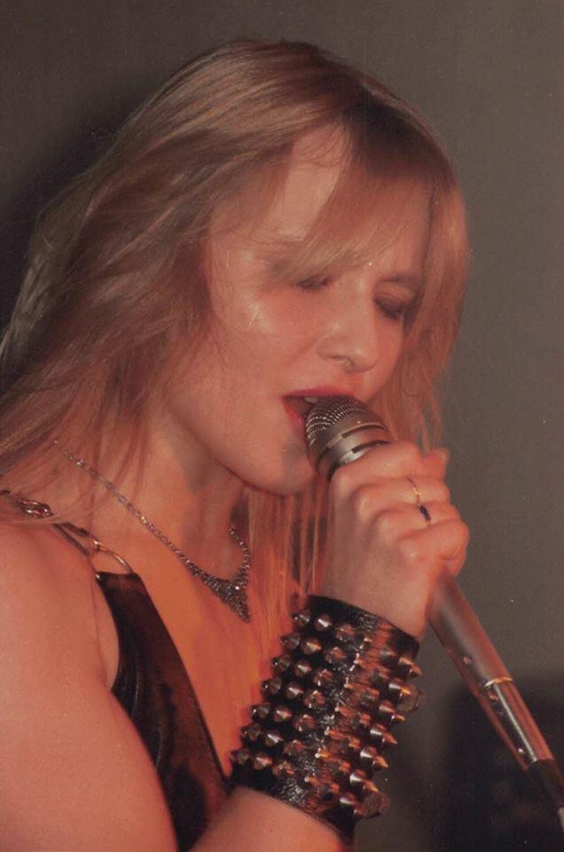 "WARLOCK ""La Belle au bois (hard) rockant"" Enfer Magazine Avril 1985 Archive à lire 24991010"
