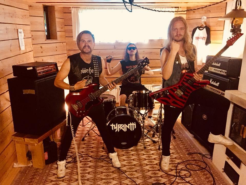 TYRANTTI Kobra (2018) Nouveau clip Heavy Metal FINLANDE  36391910