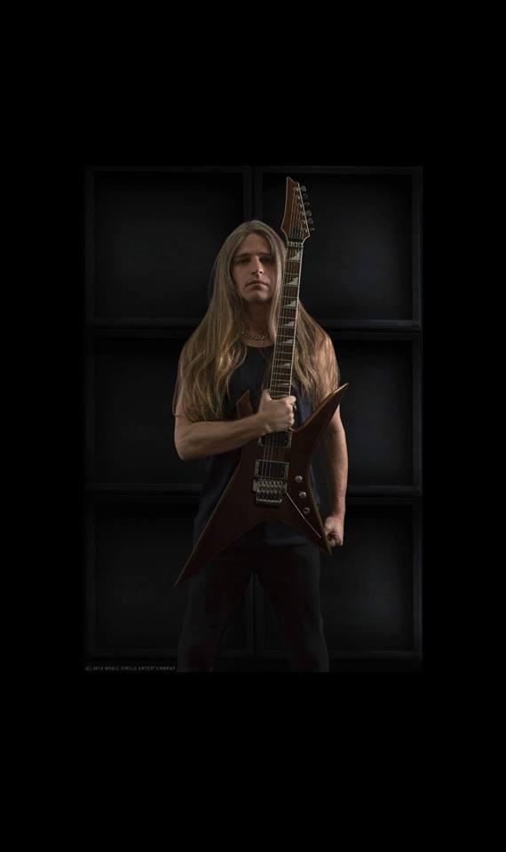 Le nouveau guitariste de MANOWAR s'appelle EV MARTEL ... 49640310