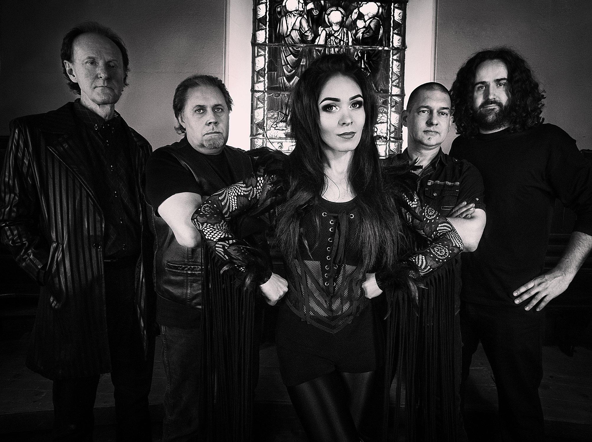 MOON CHAMBERS Ravenmaster (2019) Nouveau clip du groupe de MARTA GABRIEL ... 56775810