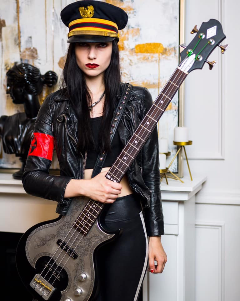 DRAGONFORCE recrute une nouvelle bassiste ... 70809110