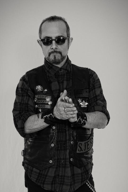 Le bassiste d'OVERKILL (DD Verni) et son premier album solo pour 2018 ... Ddvern10