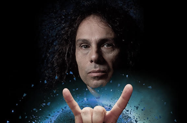 L'HOLOGRAMME de Ronnie James Dio jouera plus de 100 spectacles en 2019 ! Dioret10