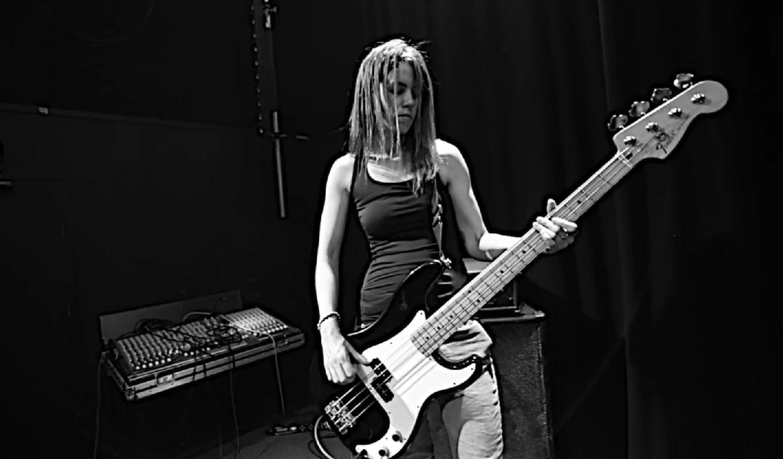 Une nouvelle bassiste pour ROCK GODDESS ... Sans_172