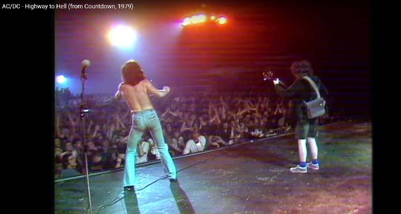 AC/DC célèbre l'anniversaire de HIGHWAY TO HELL (40 ans) avec des vidéos historiques ... Sans_234