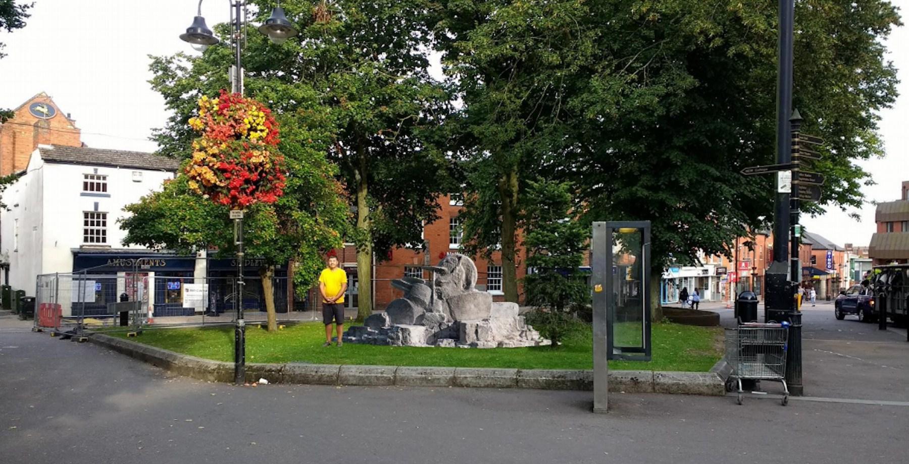 Hommage à JOHN BONHAM (défunt batteur de Led Zeppelin) sous forme de statue ... Screen10