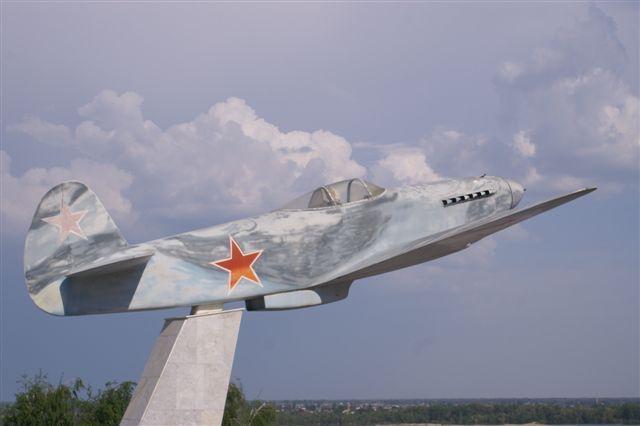 Volgograd, cérémonies commémorant la Victoire Yak3au10
