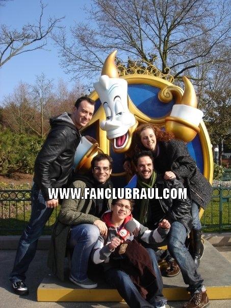 Raul y sus compañeros BELLA Y BESTIA Disney10