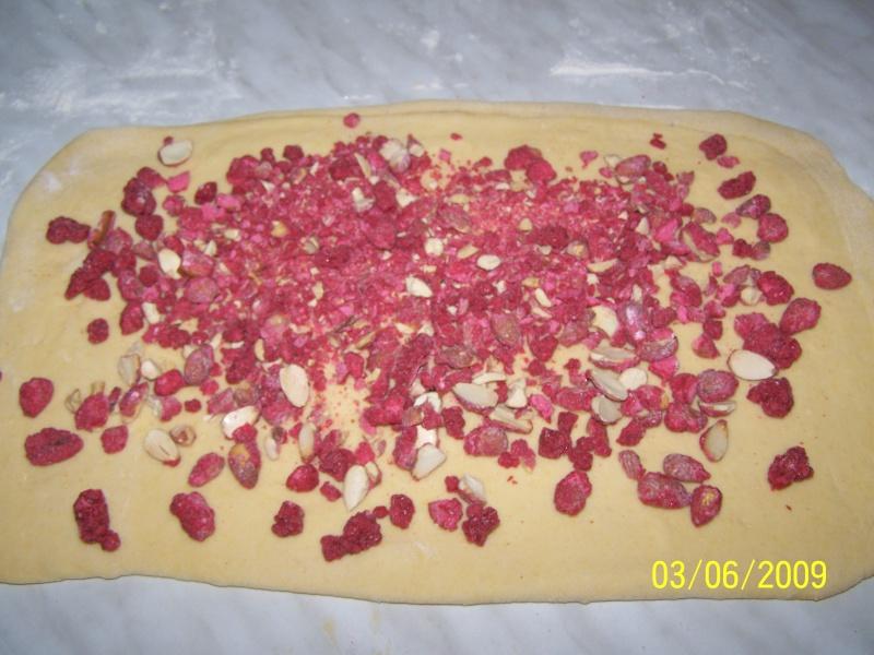 Brioche de St Génix ou Brioche aux pralines roses 100_5339