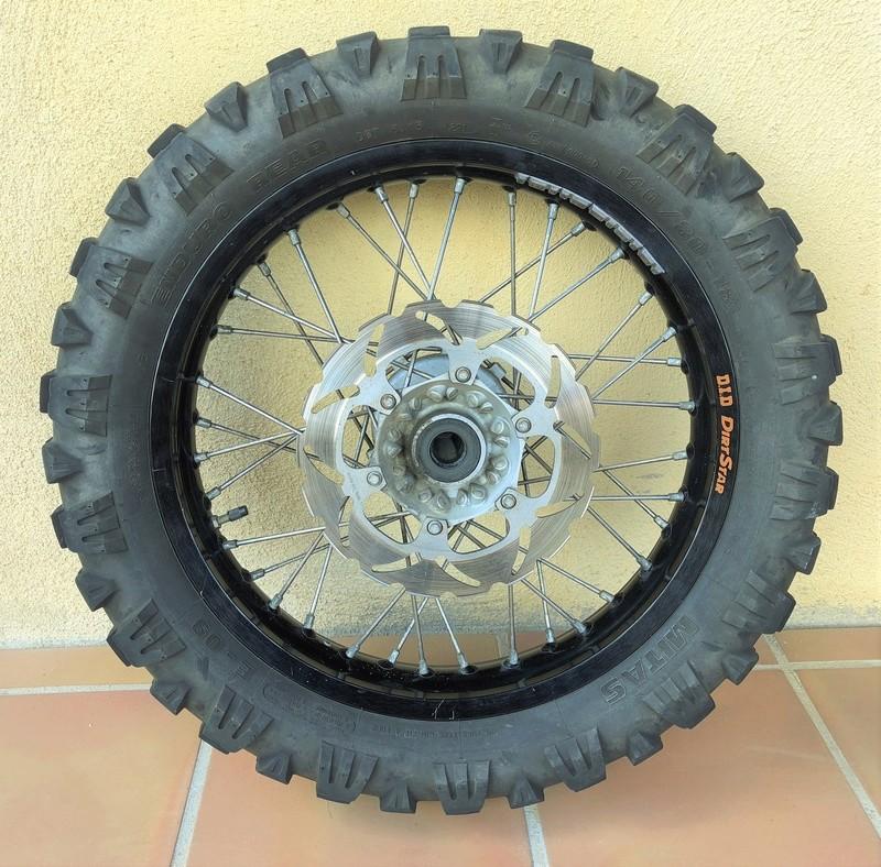 VENDUE /  roue arrière KTM 690 enduro Img_8611