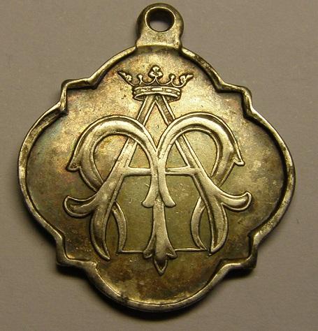 Medalla de Nª Sª del Tura, Olot, finales siglo XIX. (MAM) P1010014
