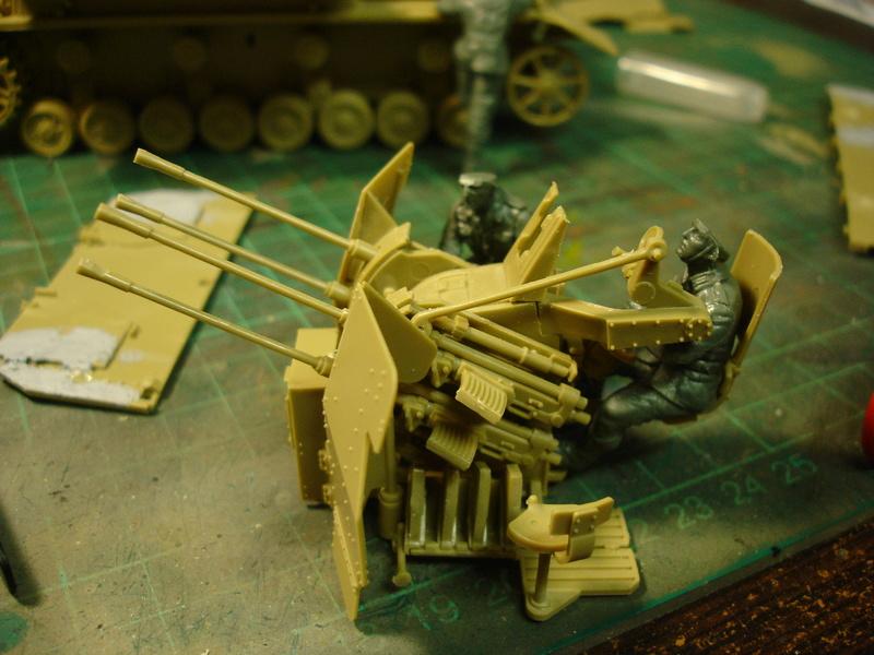 Flakpanzer IV Möbelwagen - Tamiya 1:35 - Page 2 Dsc00292