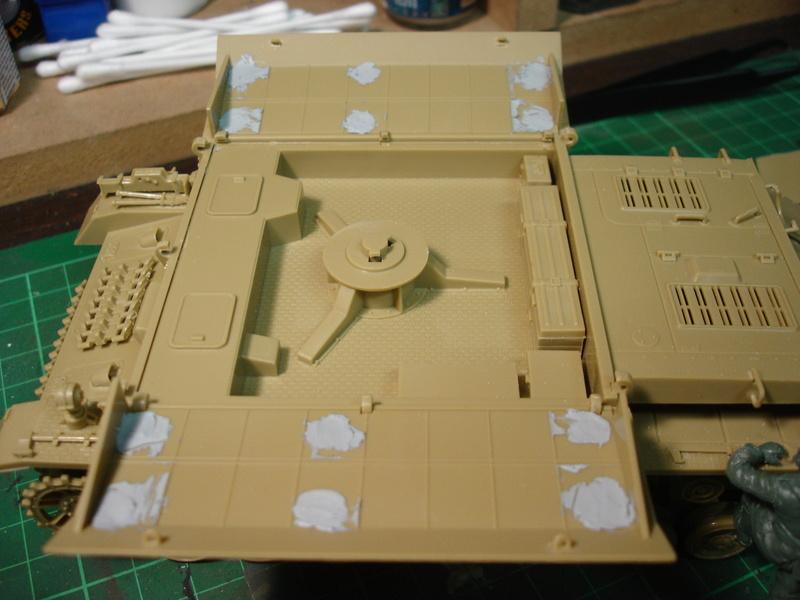 Flakpanzer IV Möbelwagen - Tamiya 1:35 - Page 2 Dsc00311