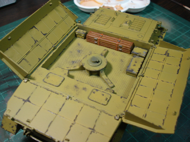 Flakpanzer IV Möbelwagen - Tamiya 1:35 - Page 2 Dsc00314