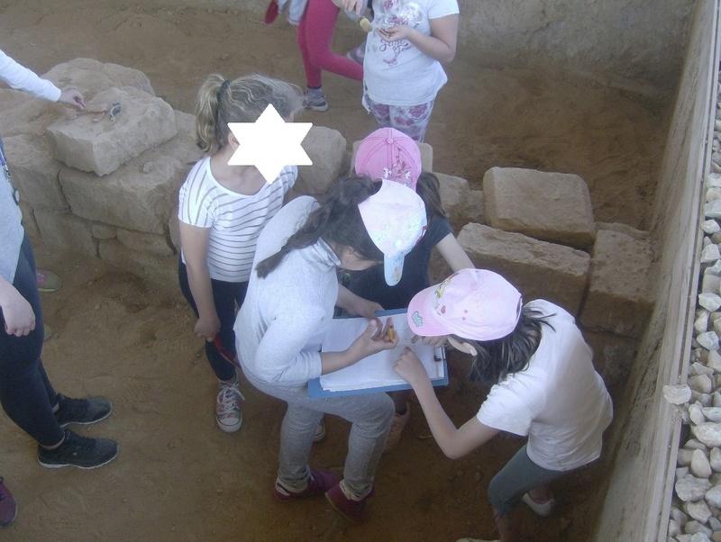 Παίρνοντας μέρος σε μια ανασκαφή Hpim6717