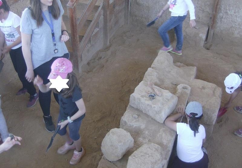 Παίρνοντας μέρος σε μια ανασκαφή Hpim6718