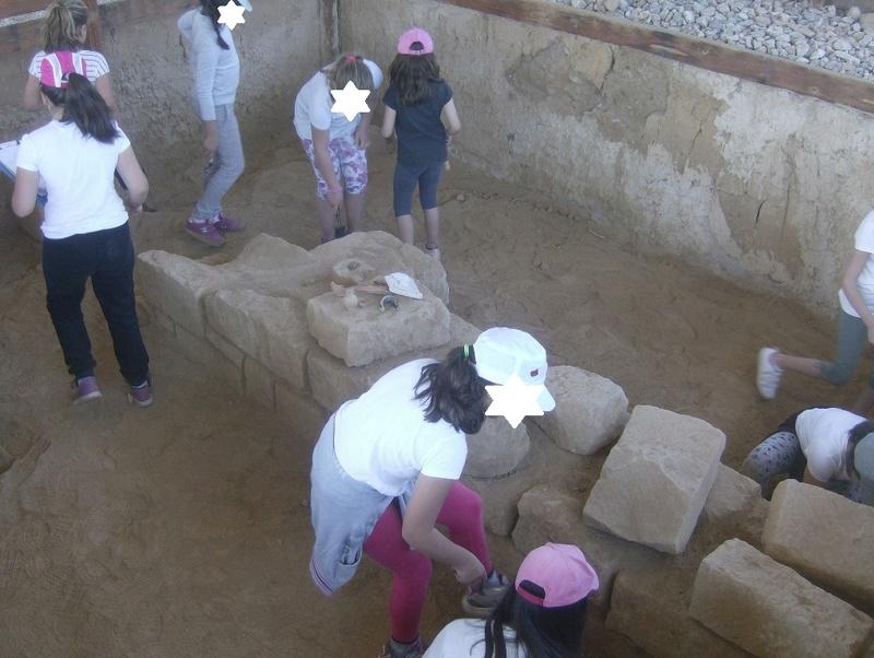Παίρνοντας μέρος σε μια ανασκαφή Hpim6722