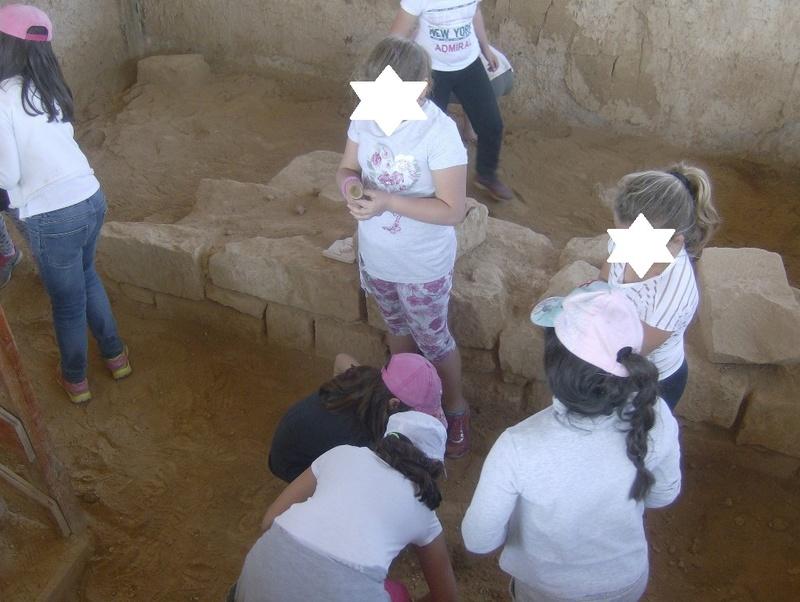 Παίρνοντας μέρος σε μια ανασκαφή Hpim6815