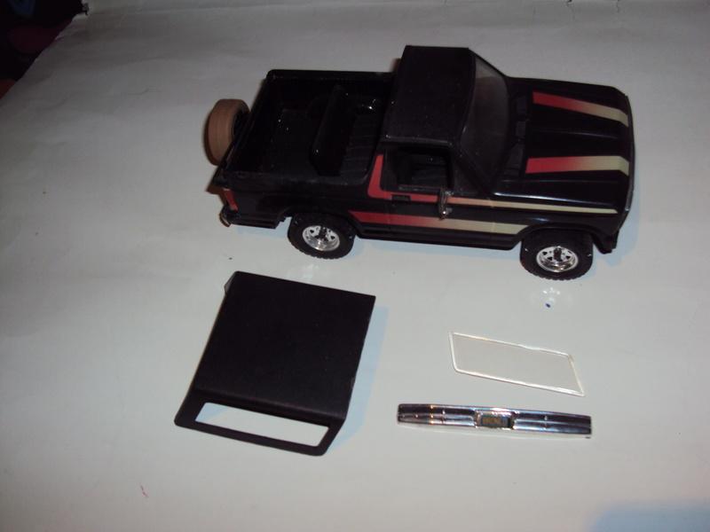 Vends 3 kits montés : Jeep Laredo, Bronco & Porsche 934 Dsc03143