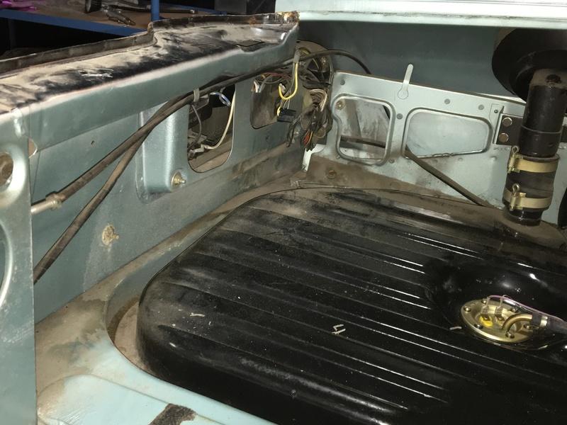 """Alfa Spider S3 1983: Aspect """"rugueux"""" du spoiler AV Img_1412"""