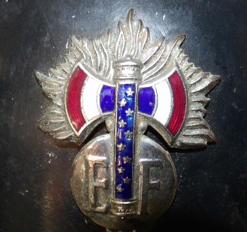 casque de motard de la garde du Maréchal Pétain - Page 2 103_1928