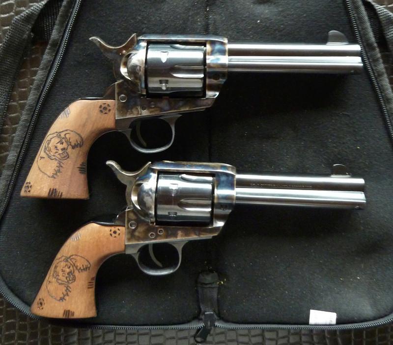 (ARMES VENDUES) 2 revolvers Pietta 1873 - 44-40w P1010811