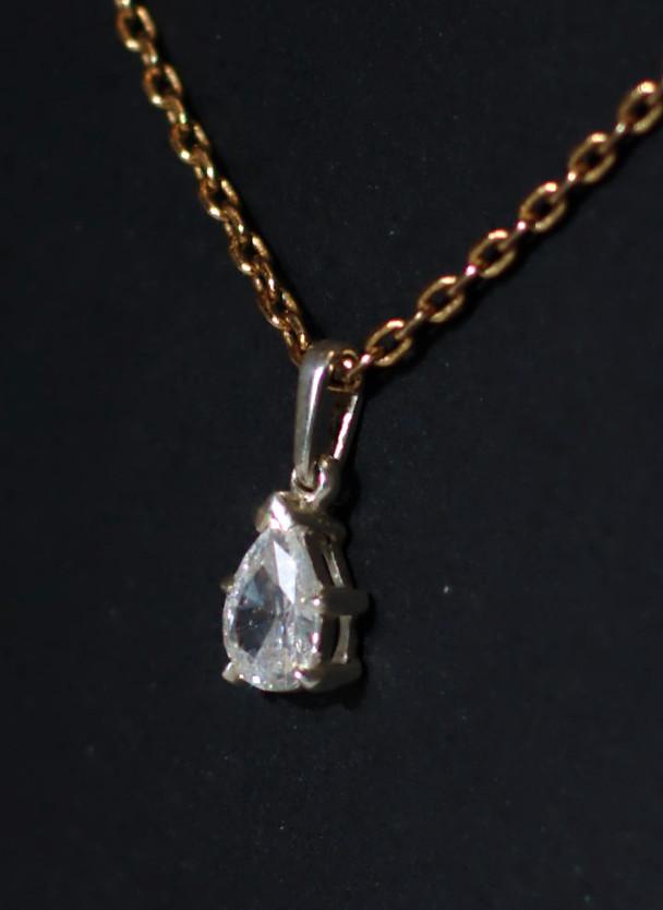 Pendentif poire zircone 5 griffes Dsc_0529