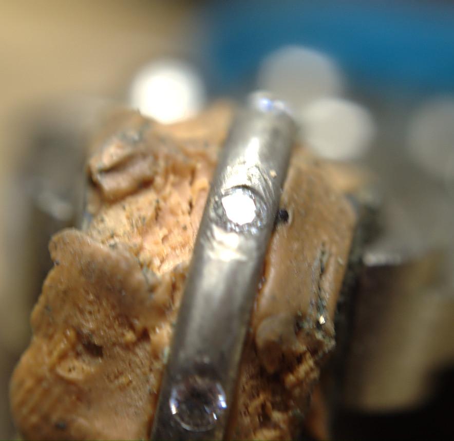 Anneau shibuichi et zircones en serti masse. Dsc_0638