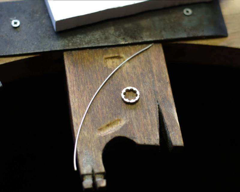 Pendentif 8 griffes et bélière sertie Dsc_0646