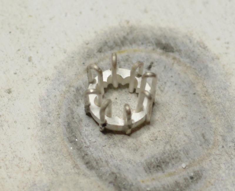 Pendentif 8 griffes et bélière sertie Dsc_0647