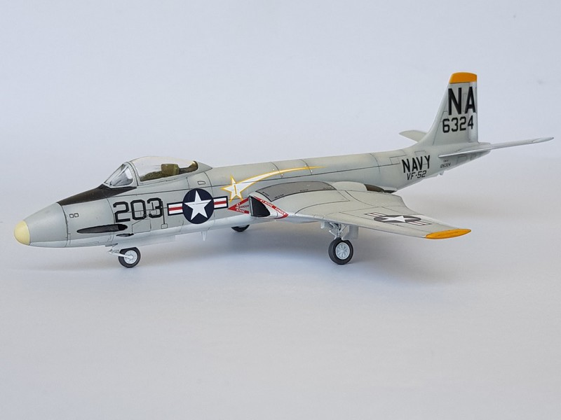 McDonnell F2H-3 Banshee de chez Academy au 1/72. Banshe11