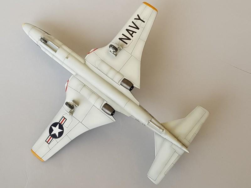 McDonnell F2H-3 Banshee de chez Academy au 1/72. Banshe14