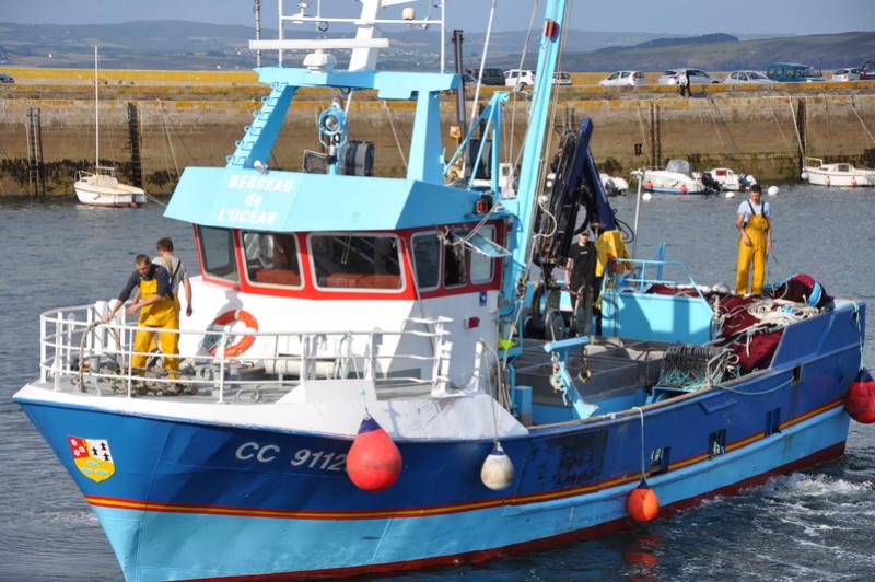 [VIE DES PORTS] Quelques bateaux de pêche (sur nos côtes Françaises) - Page 37 100510