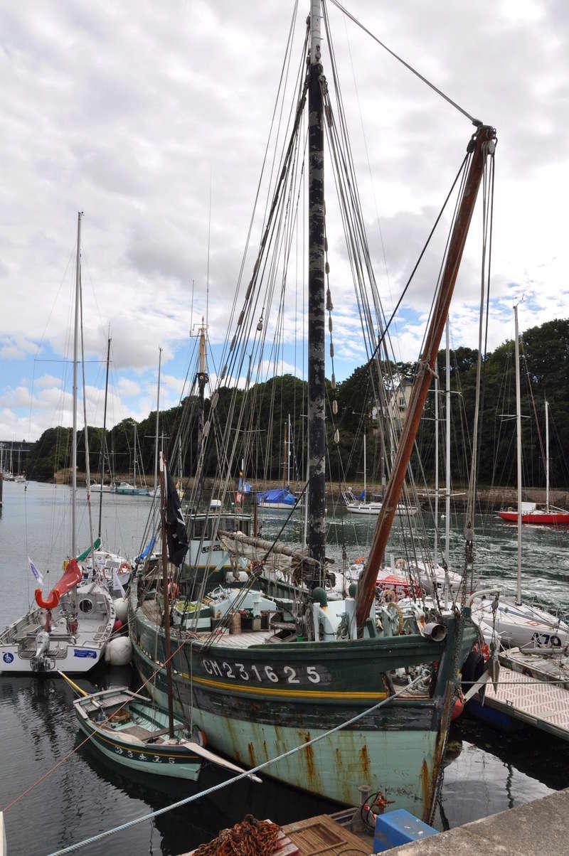 [VIE DES PORTS] Quelques bateaux de pêche (sur nos côtes Françaises) - Page 37 43910