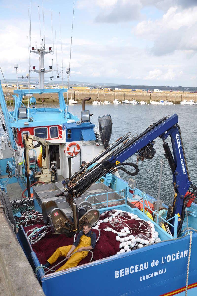 [VIE DES PORTS] Quelques bateaux de pêche (sur nos côtes Françaises) - Page 37 98410