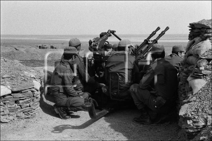 Le conflit armé du sahara marocain - Page 10 1986_210