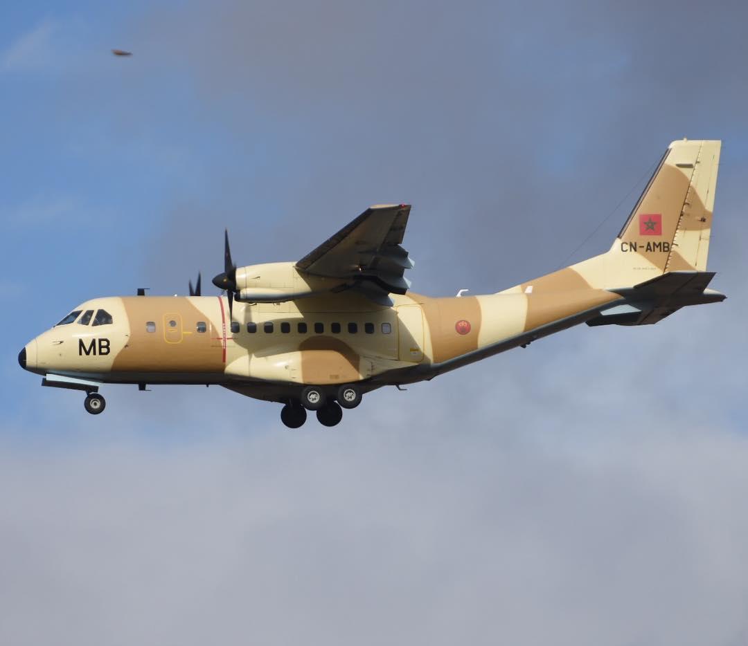 FRA: Photos d'avions de transport - Page 36 44752210