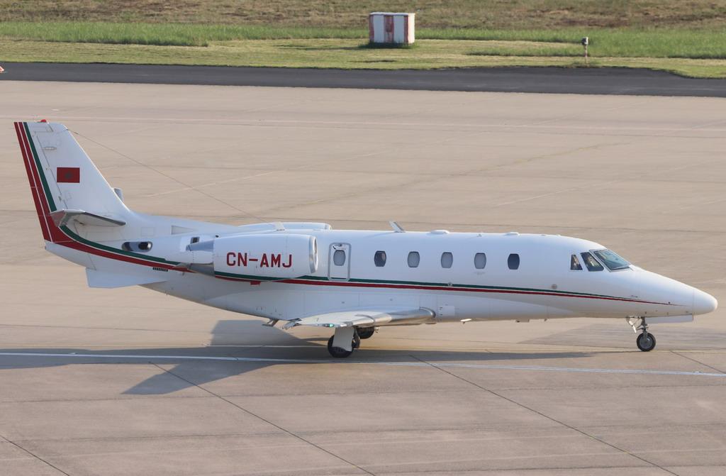 FRA: Avions VIP, Liaison & ECM - Page 19 A410
