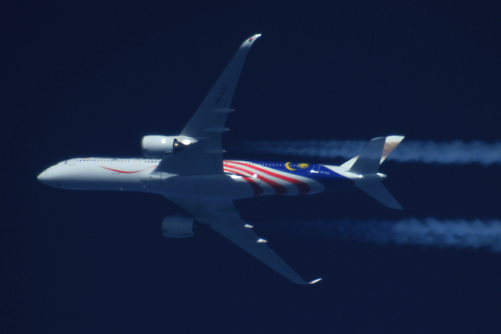 Oradea - aeronave in zbor - Pagina 38 9m-mac12