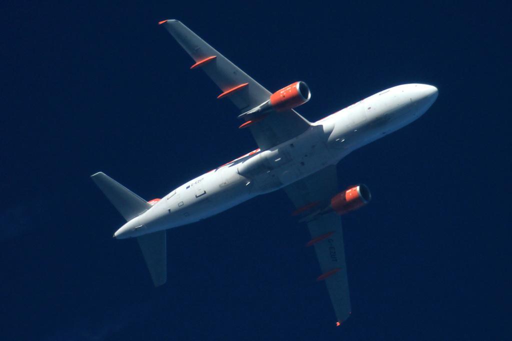 Oradea - aeronave in zbor - Pagina 38 G-ezut11
