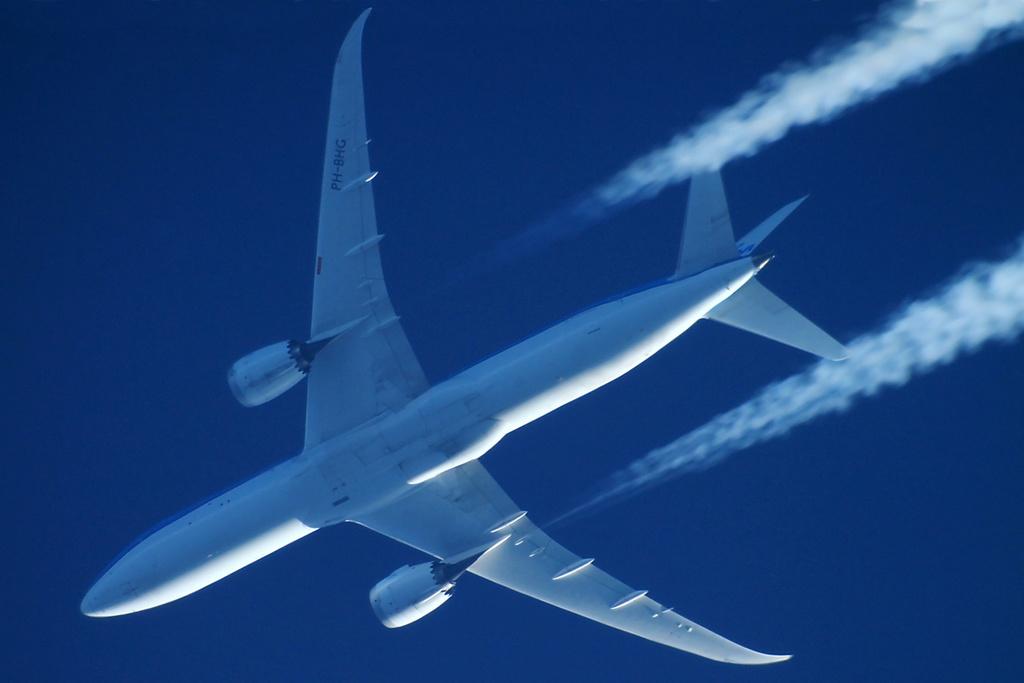 Oradea - aeronave in zbor - Pagina 38 Ph-bhg12