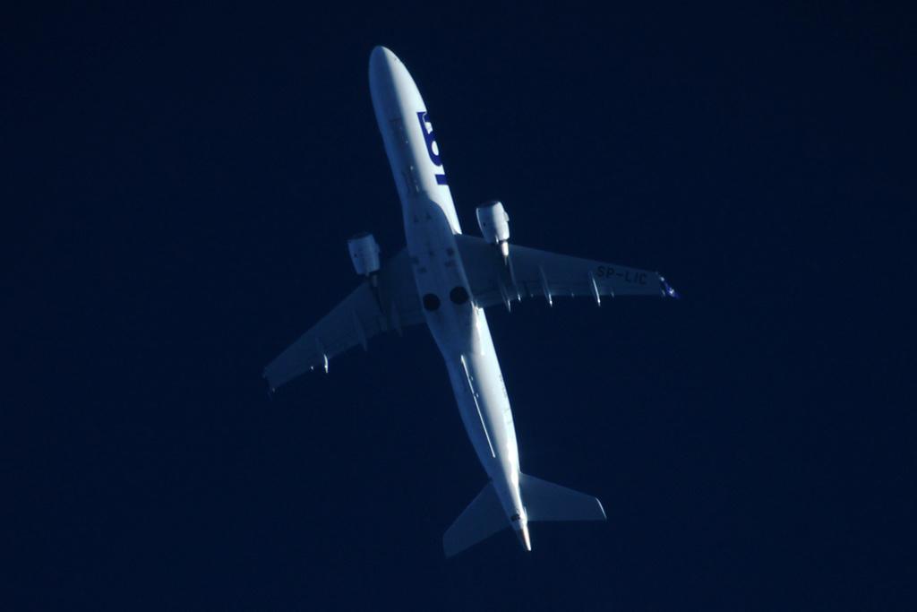 Oradea - aeronave in zbor - Pagina 38 Sp-lic11